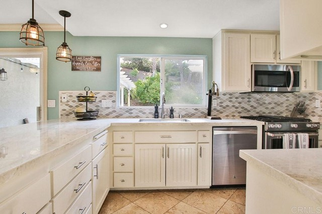 10125 Halberns Blvd, Santee, CA 92071