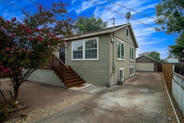 35 Adelaide Drive, Martinez, CA 94553