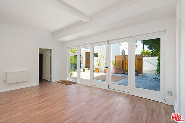 19. 9015 Rosewood Avenue West Hollywood, CA 90048