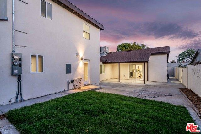 45. 17501 Arminta Street Northridge, CA 91325