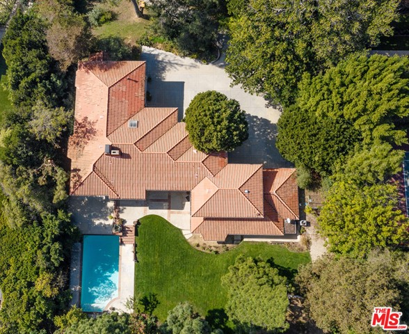 Tucked behind a long and stately driveway, this secluded estate rests beautifully on over an acre of breathtaking park-like grounds. This nearly 8,000-square-foot residence features a center hall plan; the home showcases its vaulted ceilings, an abundance of light and French Doors that open to the private and serene rolling lawn, swimmers pool, and natural landscaping. Upstairs the expansive master suite features dual baths and an office; there are three additional bedrooms w/baths plus two more bedrooms with a bath. The chef's kitchen with a walk-in pantry leads to a formal dining room, a breakfast room and adjacent family room. A three-car garage and private and large motor court is available for ample guest parking. Whether you redecorate, remodel or rebuild this property offers tremendous upside potential.