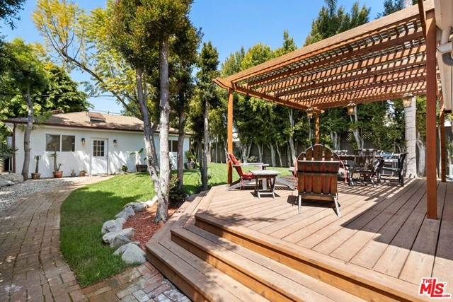 26. 745 N Poinsettia Place Los Angeles, CA 90046