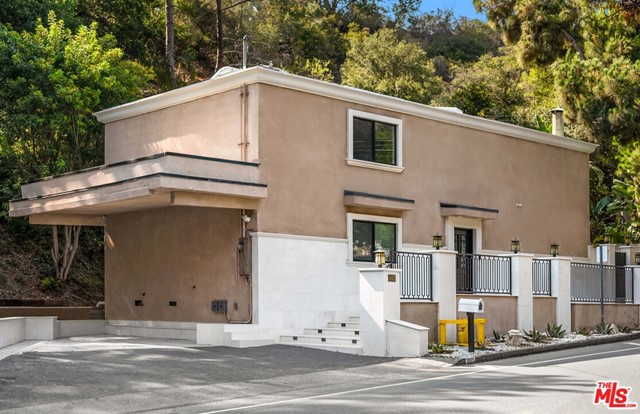2075 Benedict Canyon Drive, Beverly Hills, CA 90210