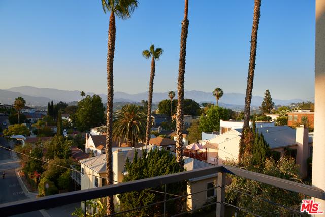 24. 2521 Silver Ridge Avenue Los Angeles, CA 90039