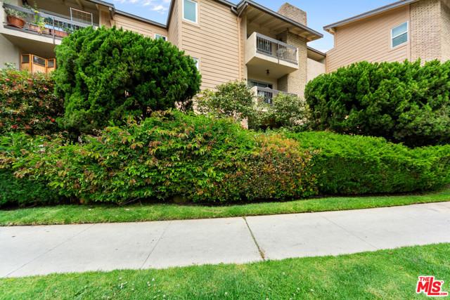 24. 6151 Canterbury Drive #202 Culver City, CA 90230