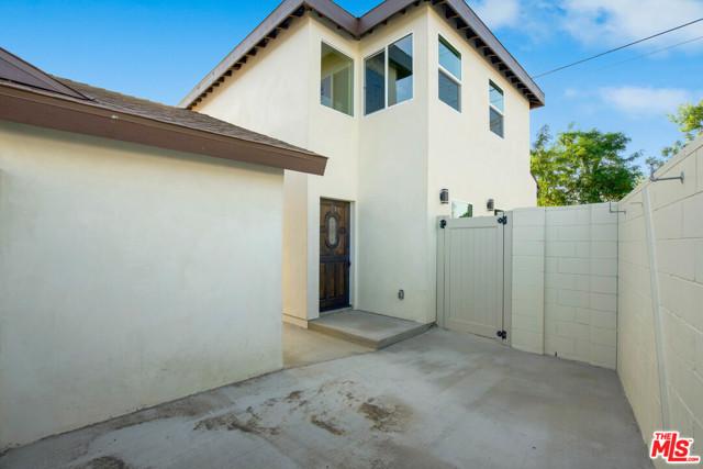 29. 17501 Arminta Street Northridge, CA 91325