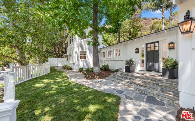 2930 Mandeville Canyon Road, Los Angeles, CA 90049