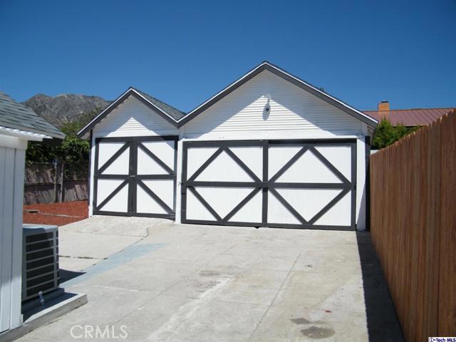 15. 10600 Mountair Avenue Tujunga, CA 91042