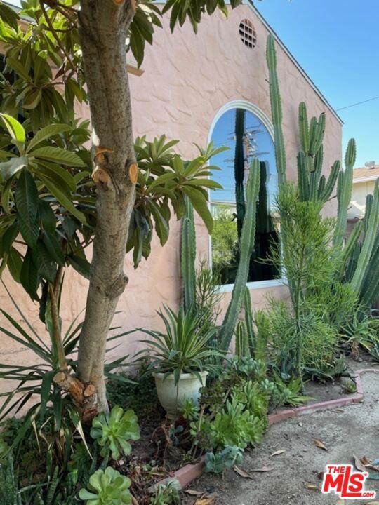 5709 Ensign Avenue, North Hollywood CA: https://media.crmls.org/mediaz/DB3655D8-919B-4973-84B9-CA490683DCDF.jpg