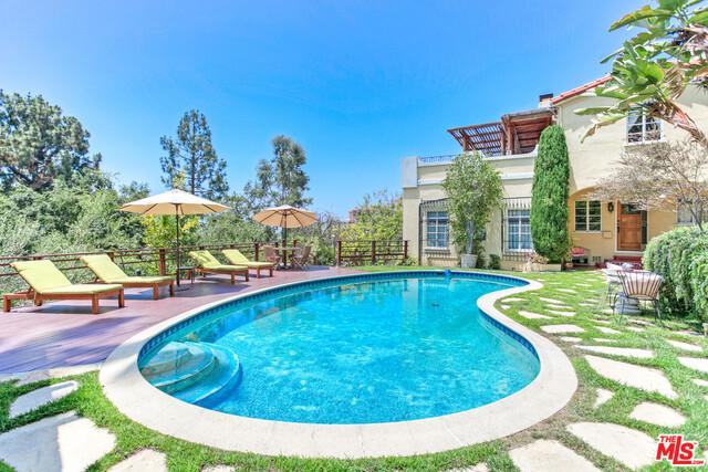2856 GLENDOWER Avenue, Los Angeles, CA 90027