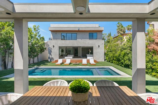 28. 716 N Fuller Avenue Los Angeles, CA 90046
