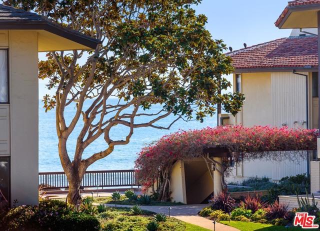 1382 Plaza Pacifica, Santa Barbara, CA 93108 Photo 3