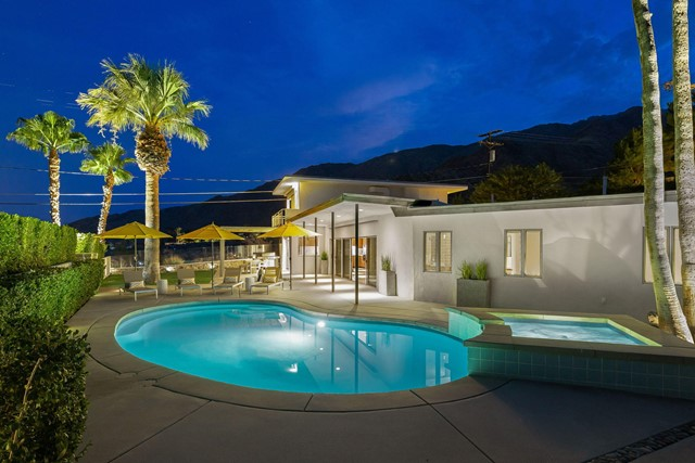 2211 N Vista Dr, Palm Springs, CA 92262