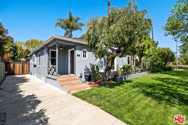 745 N Poinsettia Place Los Angeles, CA 90046
