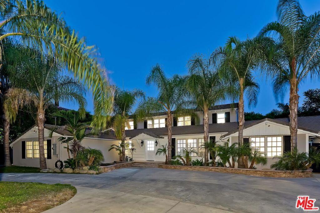 Photo of 19400 Santa Rita Street, Tarzana, CA 91356