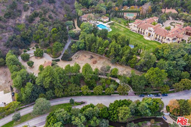 64 Beverly Park, Beverly Hills CA: https://media.crmls.org/mediaz/DD2C5189-AD1E-4BF6-B2AE-4ADA3D6A8F0B.jpg