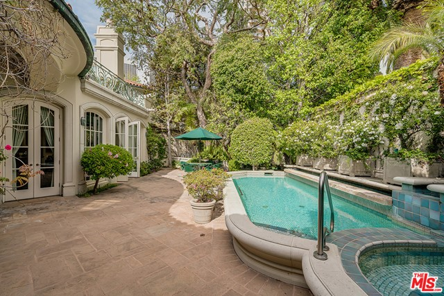 Private Yard wi Pool and Spa