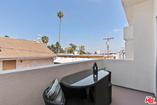 25. 1424 Amherst Avenue #306 Los Angeles, CA 90025