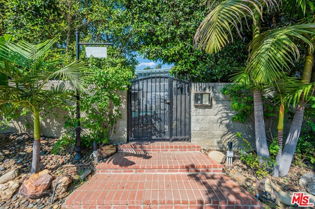 We are pleased to offer this twelve unit courtyard pool complex in the beautiful Pacific Palisades. This property is in a prime location with quick and easy access to the Westside. Minutes from the beach, Palisades Village, Third Street Promenade, Venice Boardwalk, and much more. This property epitomizes Southern California coastal beach city.