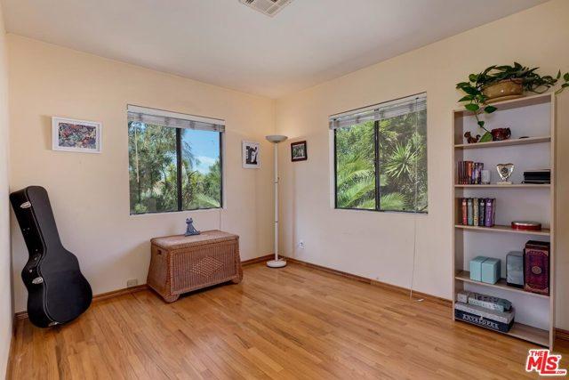 12. 2750 Medlow Avenue Los Angeles, CA 90065