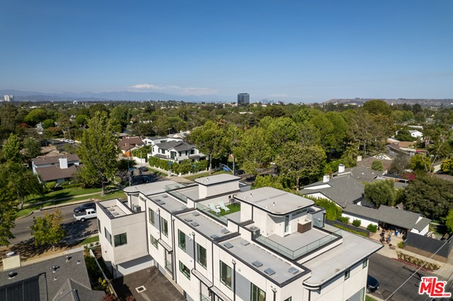 31. 3277 S Barrington Avenue Los Angeles, CA 90066