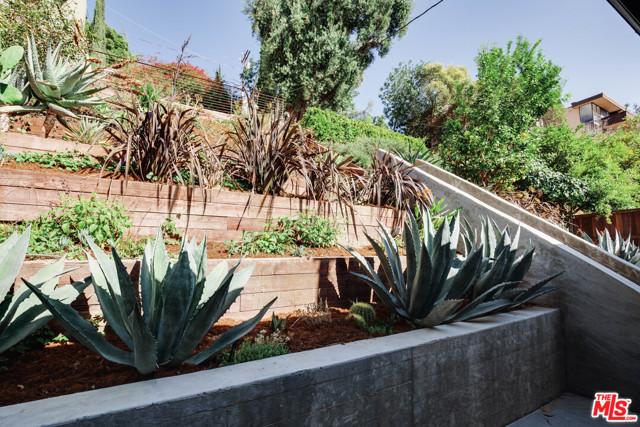 24. 1628 N Easterly Terrace Los Angeles, CA 90026