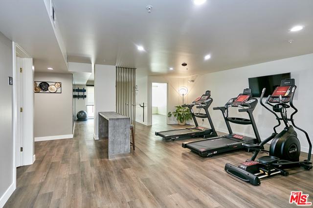 4. 900 S Kenmore Avenue #502 Los Angeles, CA 90006
