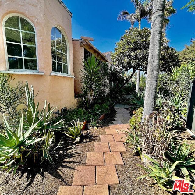 5709 Ensign Avenue, North Hollywood CA: https://media.crmls.org/mediaz/E1AF56C1-031A-47D0-BC8E-0932CE8CBD05.jpg