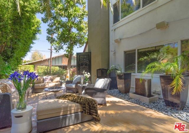 21. 8100 MULHOLLAND Terrace Los Angeles, CA 90046