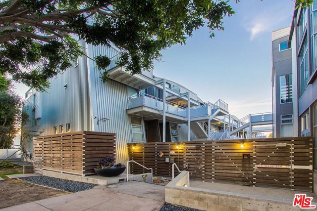 2 story architectural live/work loft in the heart of Silicon Beach with lots of natural light, concrete floors, 2 full baths, only 1 shared wall, and 2 patios overlooking Main Street.  Located a few blocks from Google, Abbot Kinney, and Santa Monica.  Available for lease as well.