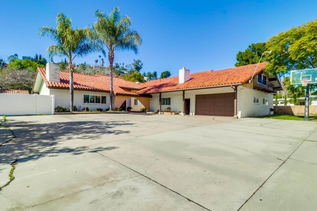 8835 Kenwood Dr, Spring Valley, CA 91977