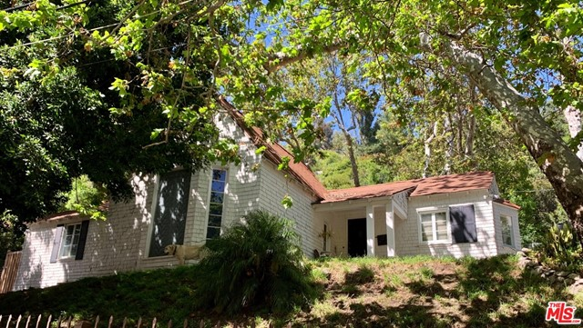 Photo of 1524 BENEDICT CANYON Drive, Beverly Hills, CA 90210