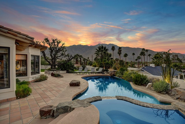 2300 Bisnaga Avenue, Palm Springs, CA 92264