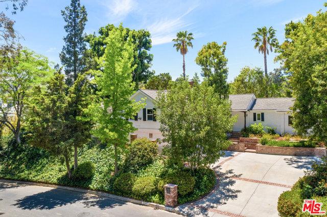15882 High Knoll Road, Encino, CA 91436