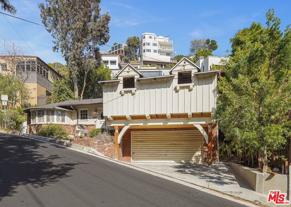 1570     Queens Road, Los Angeles CA 90069