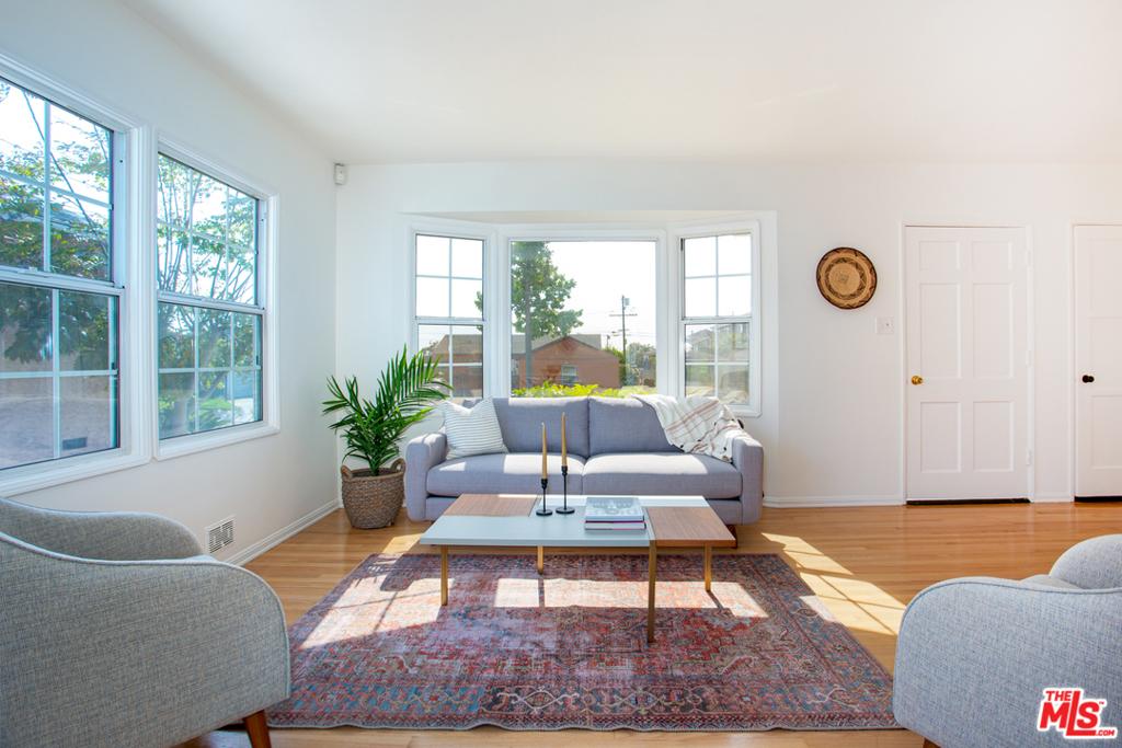 11516   S Wilton Place, Los Angeles CA 90047