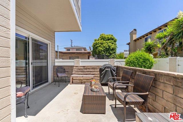 1916 Rockefeller Lane 4, Redondo Beach, California 90278, 3 Bedrooms Bedrooms, ,2 BathroomsBathrooms,For Sale,Rockefeller,20607590