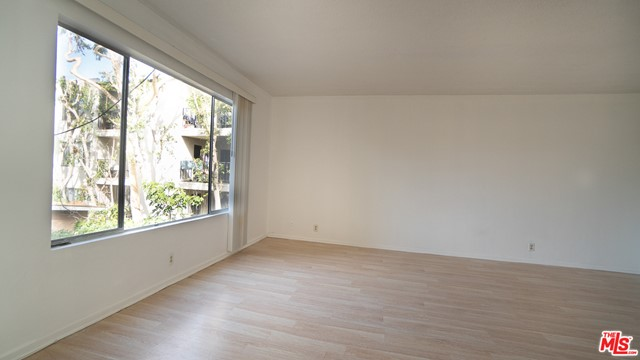 Take a look at this spacious one-bedroom condo located in North Inglewood.  The sun pours into this unit which is freshly painted and move-in ready!  Featuring new flooring throughout, treetop view and a lovely balcony. There is also a cozy bonus room that can be used for an office or meditation room. It's conveniently located near Ladera, Culver City, the 405 fwy and LAX as well as the new Sofi Stadium. A great first home or fruitful investment opportunity--come see it!