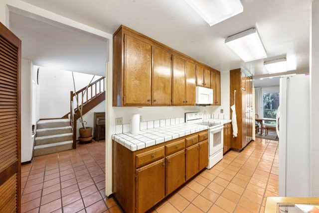 8. 2040 Middlefield Road #24 Mountain View, CA 94043
