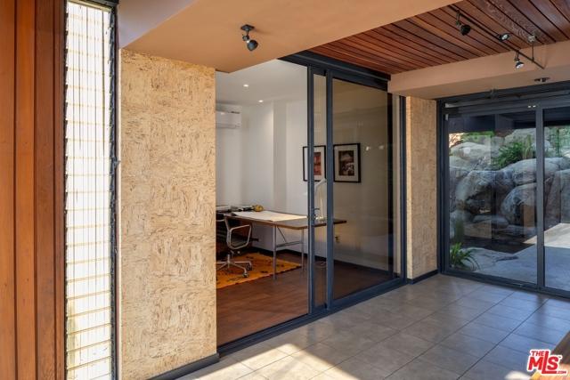 Image 18 of 1249 N Tigertail Rd, Los Angeles, CA 90049