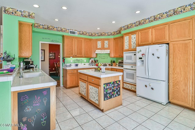 20. 215 Southcrest Place Simi Valley, CA 93065