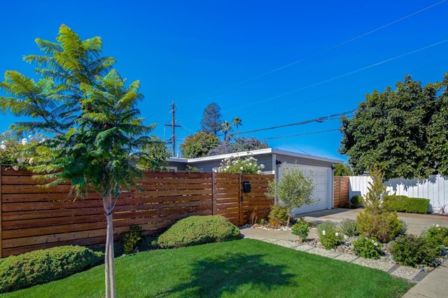 1118 Cobb Street, San Mateo CA: https://media.crmls.org/mediaz/EA57C86F-07A3-4E0F-B683-2A27AEC5D0D1.jpg