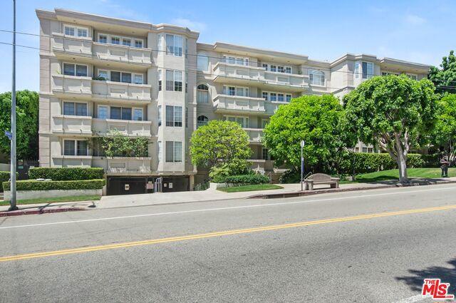 575 S BARRINGTON Avenue 208, Los Angeles, CA 90049