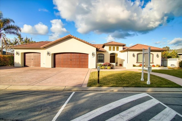 745 Ridgemark Drive, Hollister, CA 95023