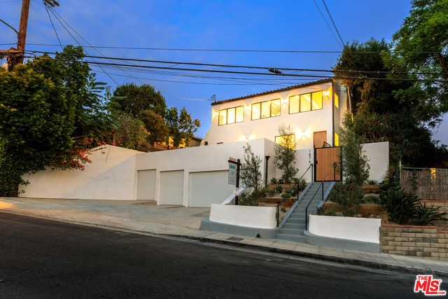 1876 LEMOYNE Street, Los Angeles, CA 90026