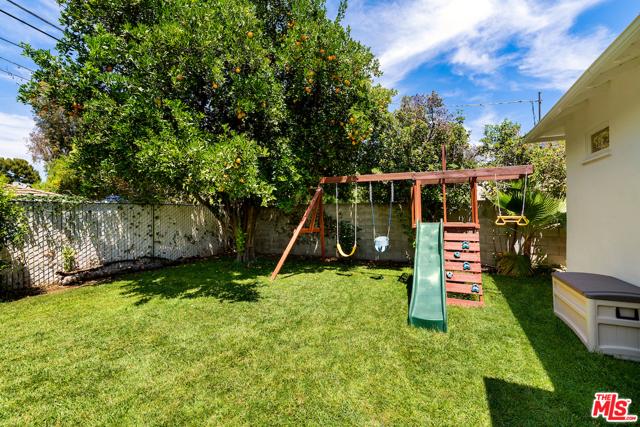 26. 22121 Dumetz Road Woodland Hills, CA 91364