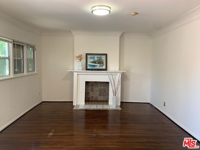 Beautifully updated one bedroom plus den in a silent movie era style duplex bungalow. Unit has hardwood floors, washer and dryer inside the unit, window ACs, small office/den and a private front patio. 1 car parking. Just finished remodeling. 1 block north of Hollywood Forever. Deposit is negotiable. Enjoy Hollywood lifestyle at an affordable price!