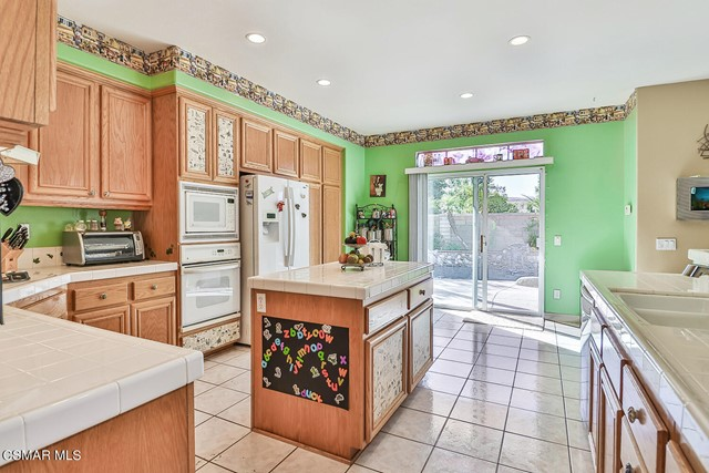 23. 215 Southcrest Place Simi Valley, CA 93065