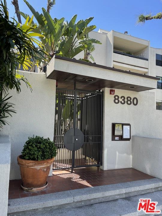 8380     WARING Avenue   103, Los Angeles CA 90069
