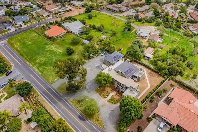 1653 Mesa Verde Dr, Vista, CA 92084